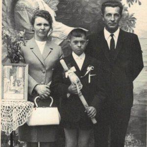 Rysiu Śniegowski z chrzestnymi Wandą Jacek i Mieczysławem Zawadzkim