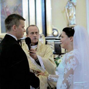2011r.Weronika i Przemysław Szymczyk ks. Marek Daczkowski