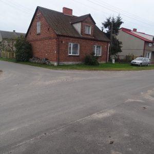 Od 2014 r. wylana droga asfaltowa.
