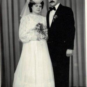 Maria i Zdzisław Szkudlarek - młodzi w trakcie wesela wyjeżdżali na sesję zdjęciową do fotografa