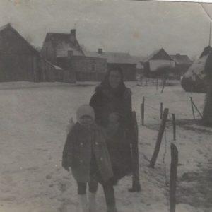 Lucyna i Teresa Kokorzyckie zima 1970 r.