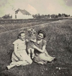 Ela Łajdecka z mamą i ciocią.