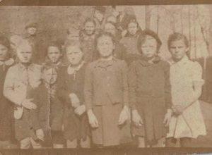 1940 r. dzieci z Dobrowa na służbie u Niemców na Policach