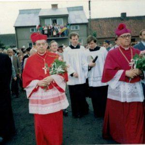 1992 r. Jóżef Glemp w Dobrowie