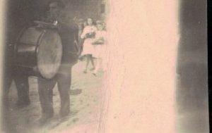 c.d. Orszak weselny wychodzi z kościoła