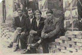1958 r. w delegacji w środku bracia Twardowscy