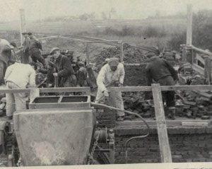Dobrowiacy odbudowują Polskę po wojnie.