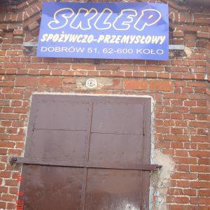2005 r. jedyny sklep w Dobrowie w latach 50-90-tych.