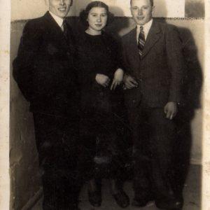 Klara Klukaczyńska z kuzynami