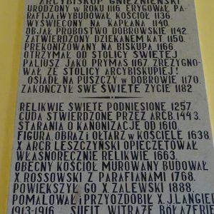3.Józef Brodnicki malarz obrazu na sklepieniu mąż dobrowianki Stanisławy z domu Kołodziejek pochowany na dobrowskim cmentarzu.