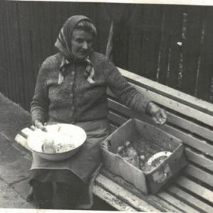 Marianna Rosińska z kurczaczkami.