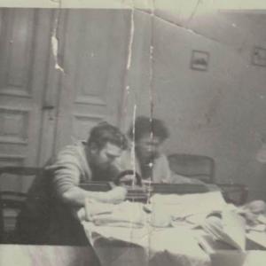 Praca chałupnicza – szycie rękawic Alfons i Maria Łaszkiewicz