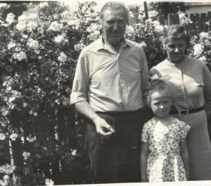 Marianna i Kazimierz Rosińscy z wnuczką Edytą.