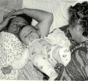 1990 r. Stanisław i Krystyna z wnukiem Sajmonem