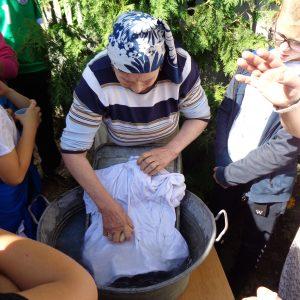 c.d.pikniku- pranie na tarze