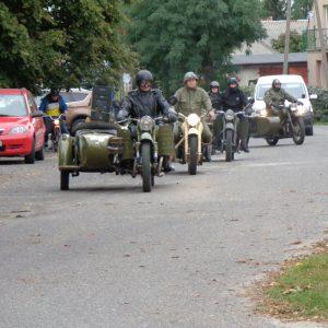 c.d. obchodów - Przyjazd miłośników starych motorów
