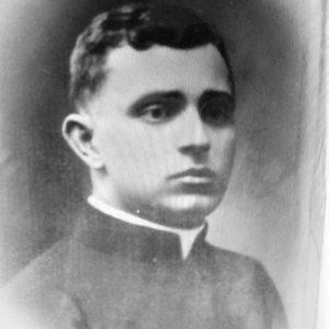 Ksiądz Zygmunt Langiewicz proboszcz na parafii dobrowskiej od roku 1934 . Początek II wojny światowej ksiądz Langiewicz zostaje zabrany przez Niemców i ginie w obozie zagłady w Dachau.